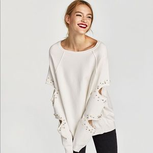 Sweatshirt with slits and faux pearls